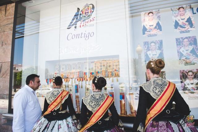 Escaparate El Corte Inglés y Comida Reina y Damas Mayores 2018